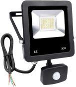 LE LED Strahler mit Bewegungsmelder, 30W 2400 Lumen Superhell LED Fluter Kaltweiß, IP65 Wasserdicht Scheinwerfer, Ideale Wandleuchte für Garten, Garage, Sportplatz oder Hotel usw